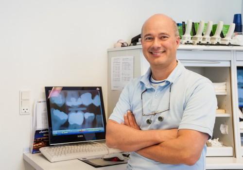 Patrick D'Souza, tandlæge